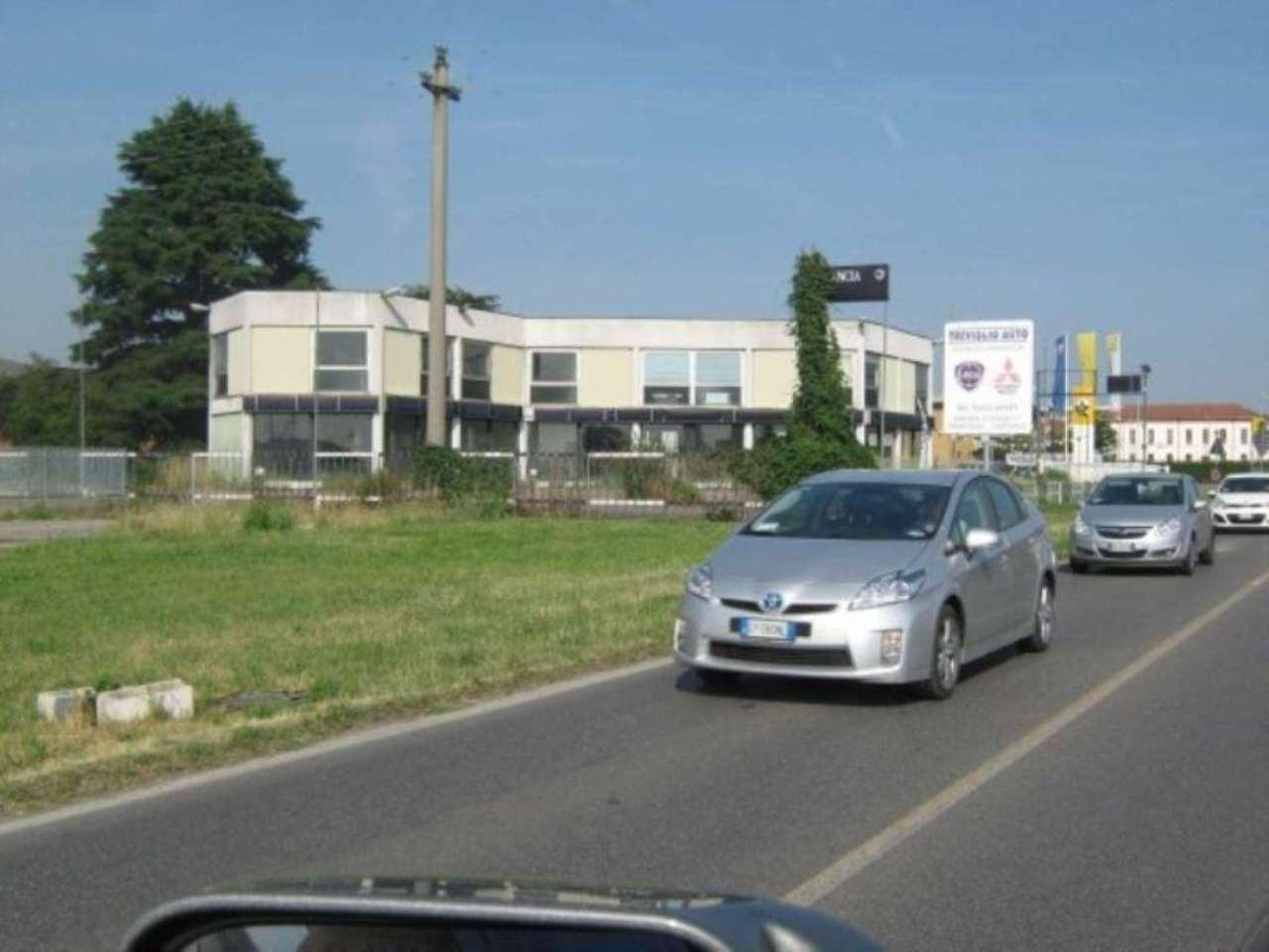 Negozio / Locale in affitto a Inzago, 6 locali, prezzo € 5.830 | Cambio Casa.it