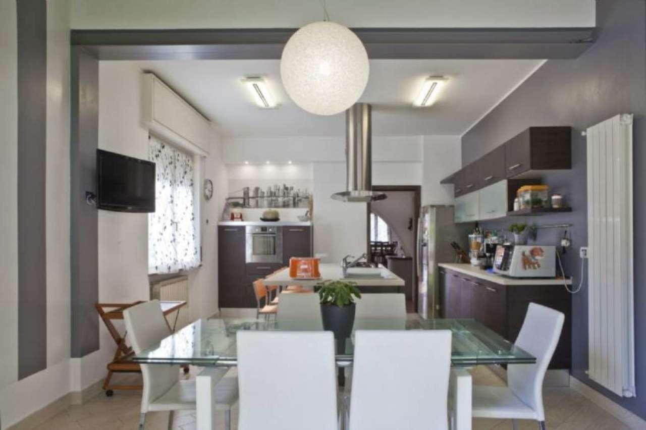 Villa in vendita a Vergiate, 5 locali, prezzo € 365.000 | Cambio Casa.it