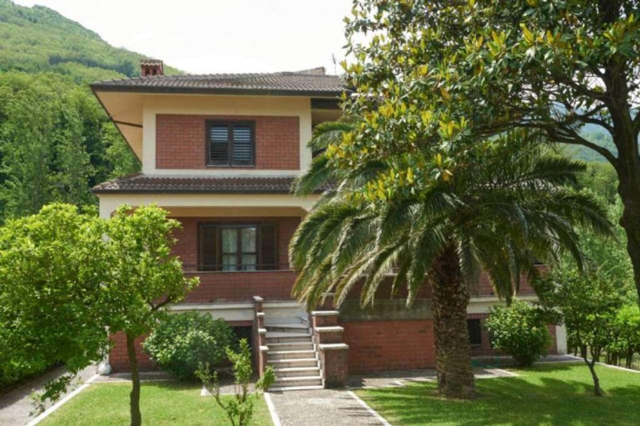Villa in vendita a Cervinara, 11 locali, Trattative riservate | Cambio Casa.it