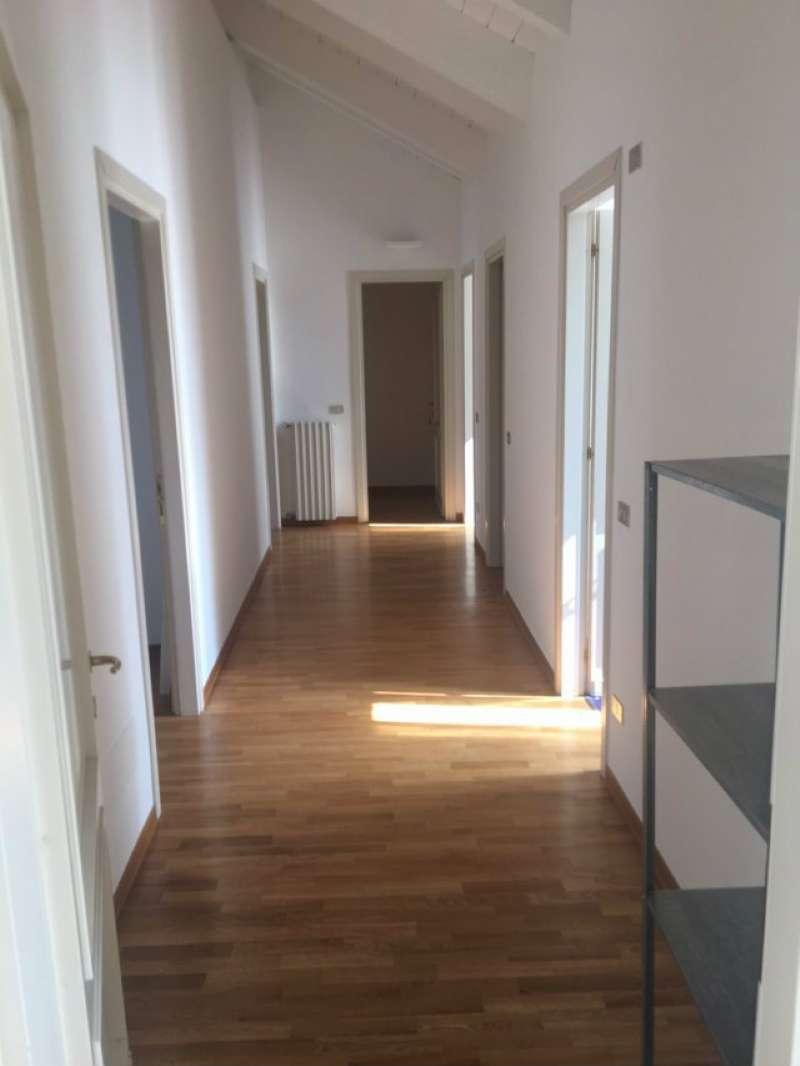 Appartamento in Affitto a Milano 08 Vercelli / Magenta / Cadorna / Washington: 4 locali, 120 mq