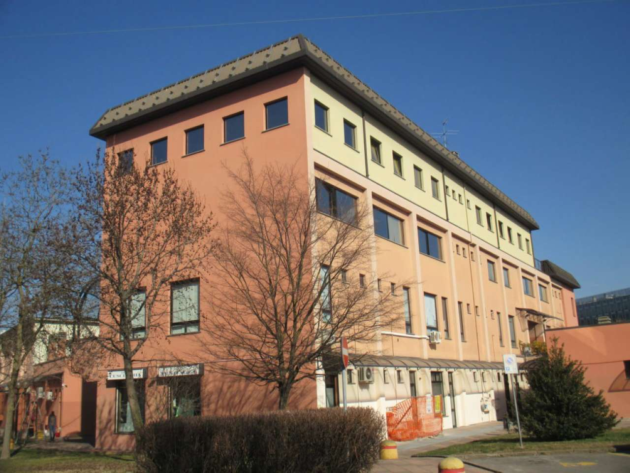 Ufficio-studio in Affitto a San Donato Milanese Centro: 145 mq