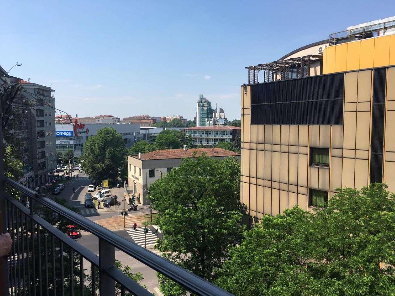 Appartamento in Vendita a Milano 26 Bande Nere / Zurigo / Parri: 2 locali, 62 mq