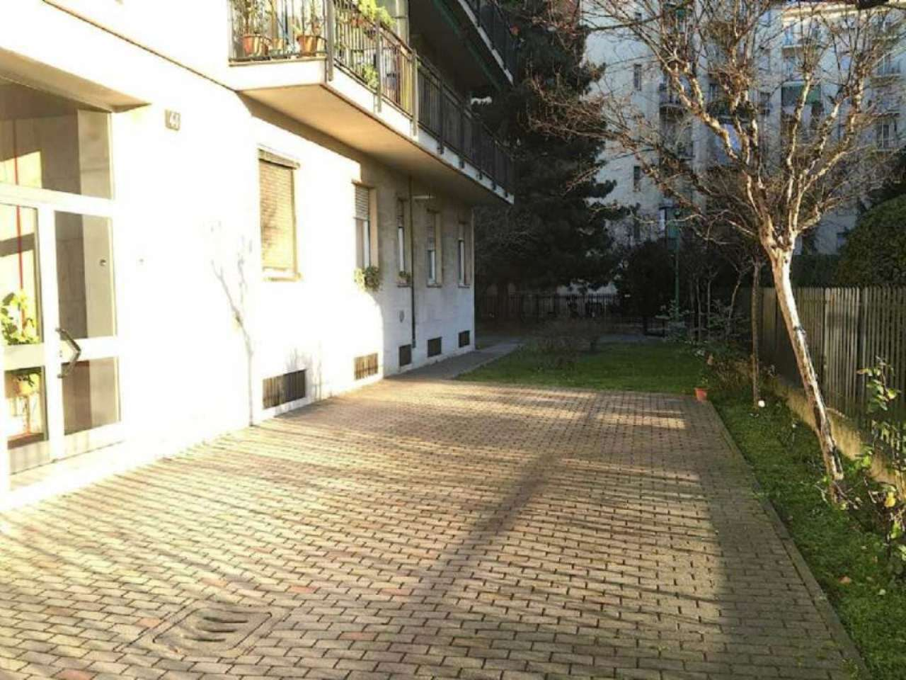 Bilocale Milano Via Ferrante Aporti 10