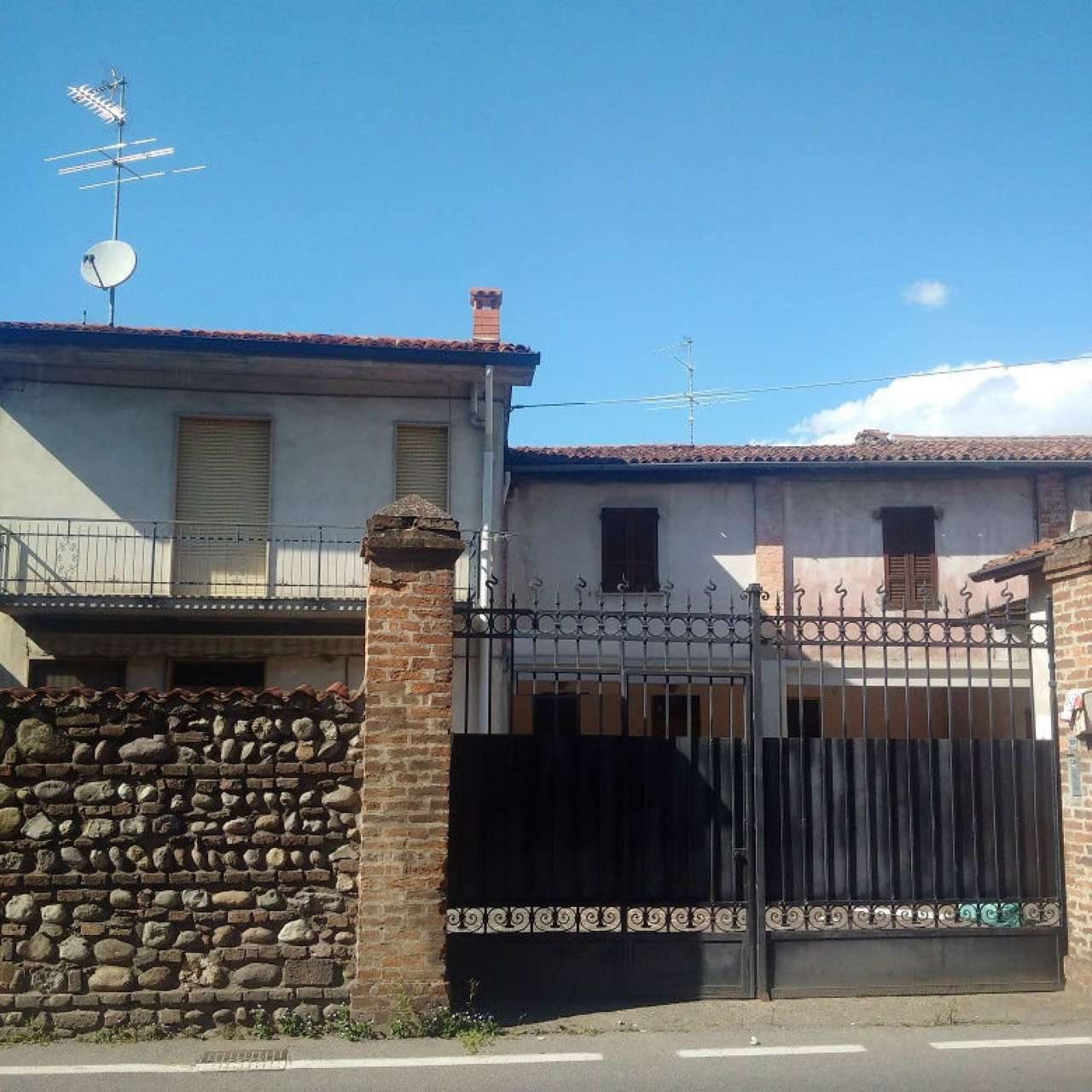Appartamento in vendita a Castrezzato, 3 locali, prezzo € 75.000 | CambioCasa.it