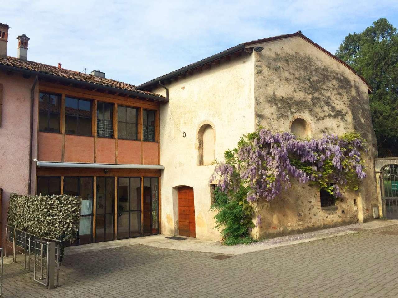 Palazzo / Stabile in Vendita a Passirano