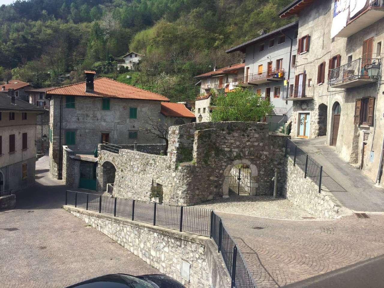 Palazzo / Stabile in Vendita a Cerveno
