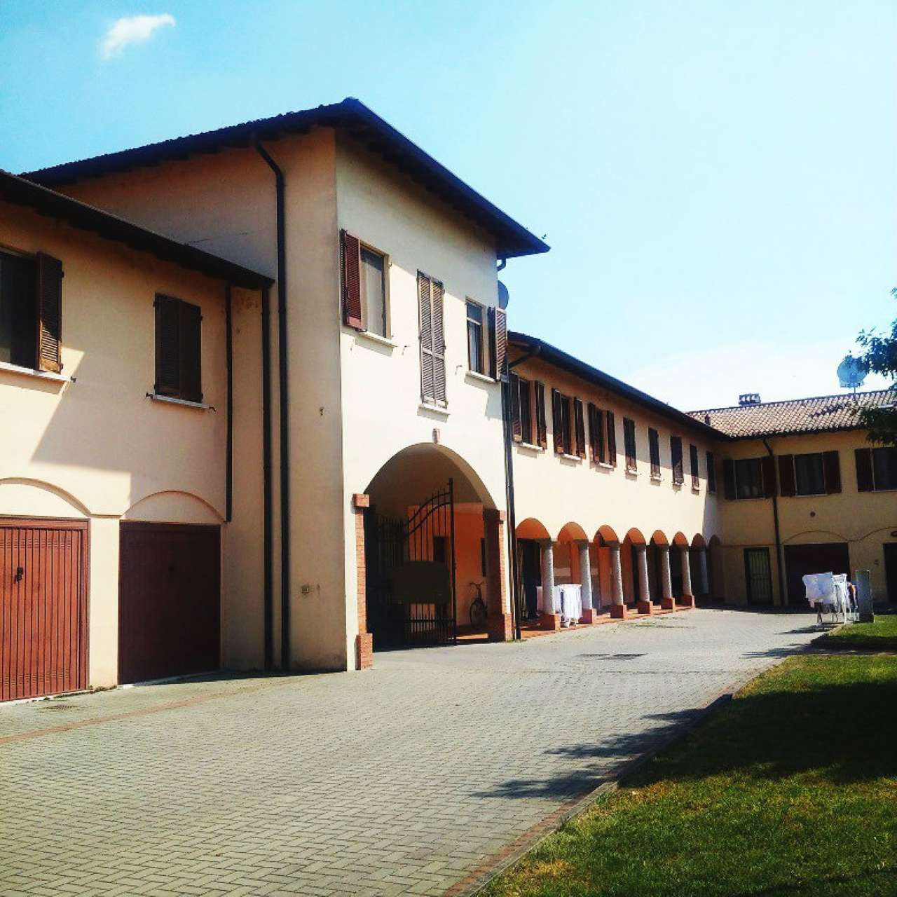 Palazzo / Stabile in vendita a Borgo San Giacomo, 9 locali, Trattative riservate   CambioCasa.it