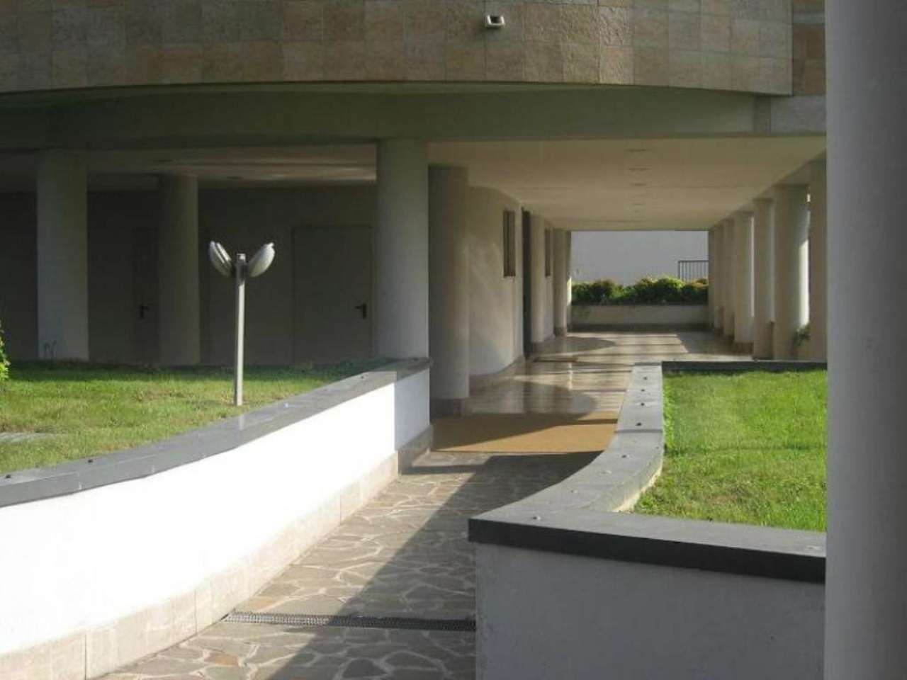 Bilocale Milano Via Riva Di Trento 6