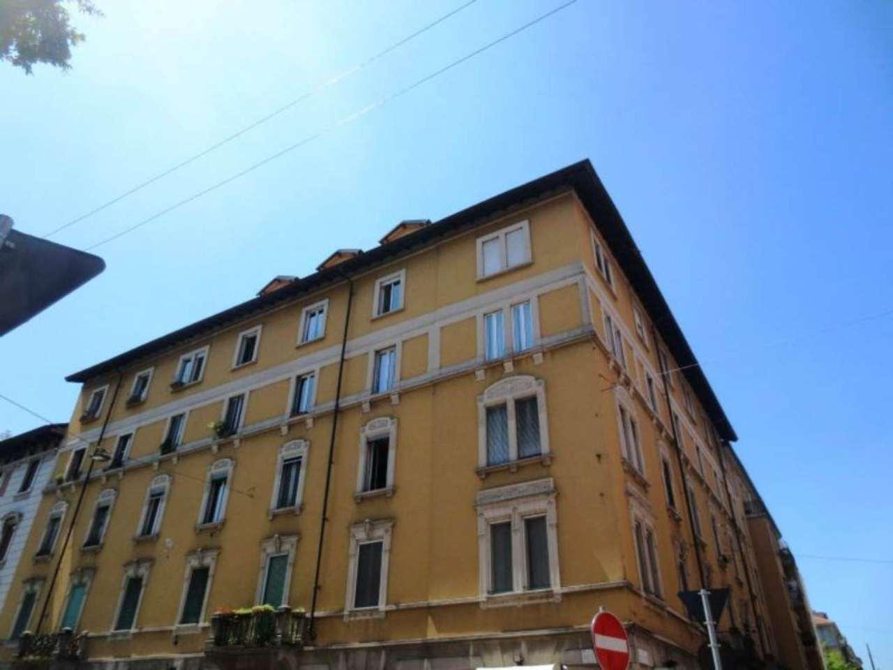 Bilocale Milano Via Stendhal 1