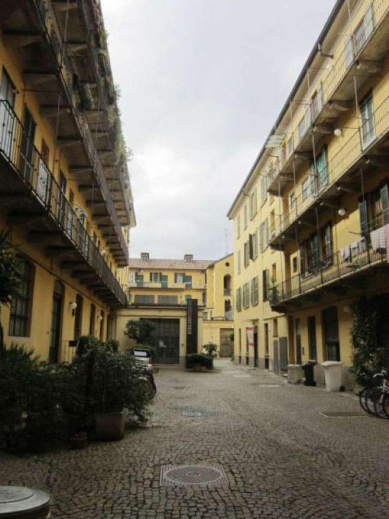 Bilocale Milano Via Vigevano 2