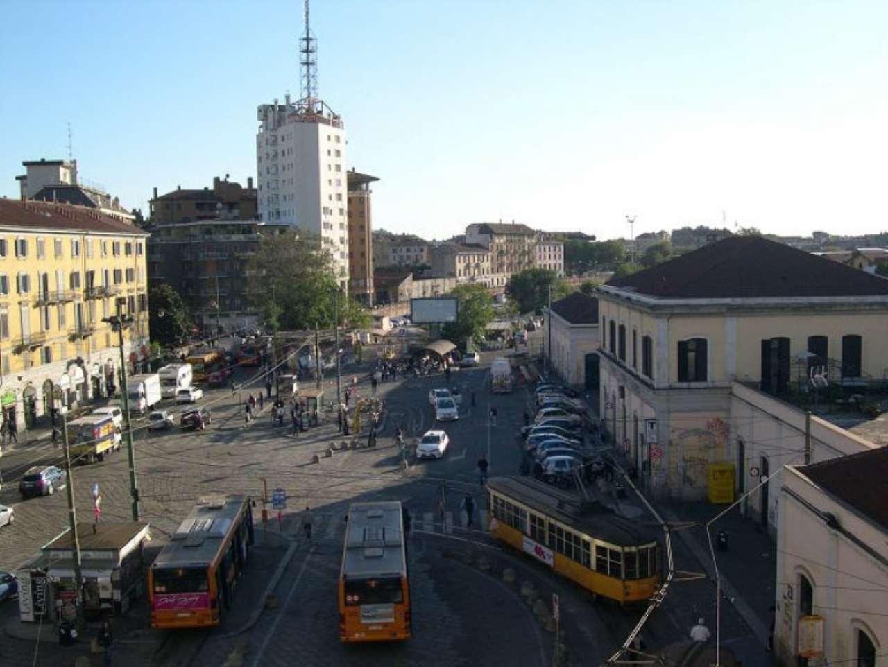 Bilocale Milano Via Vigevano 3