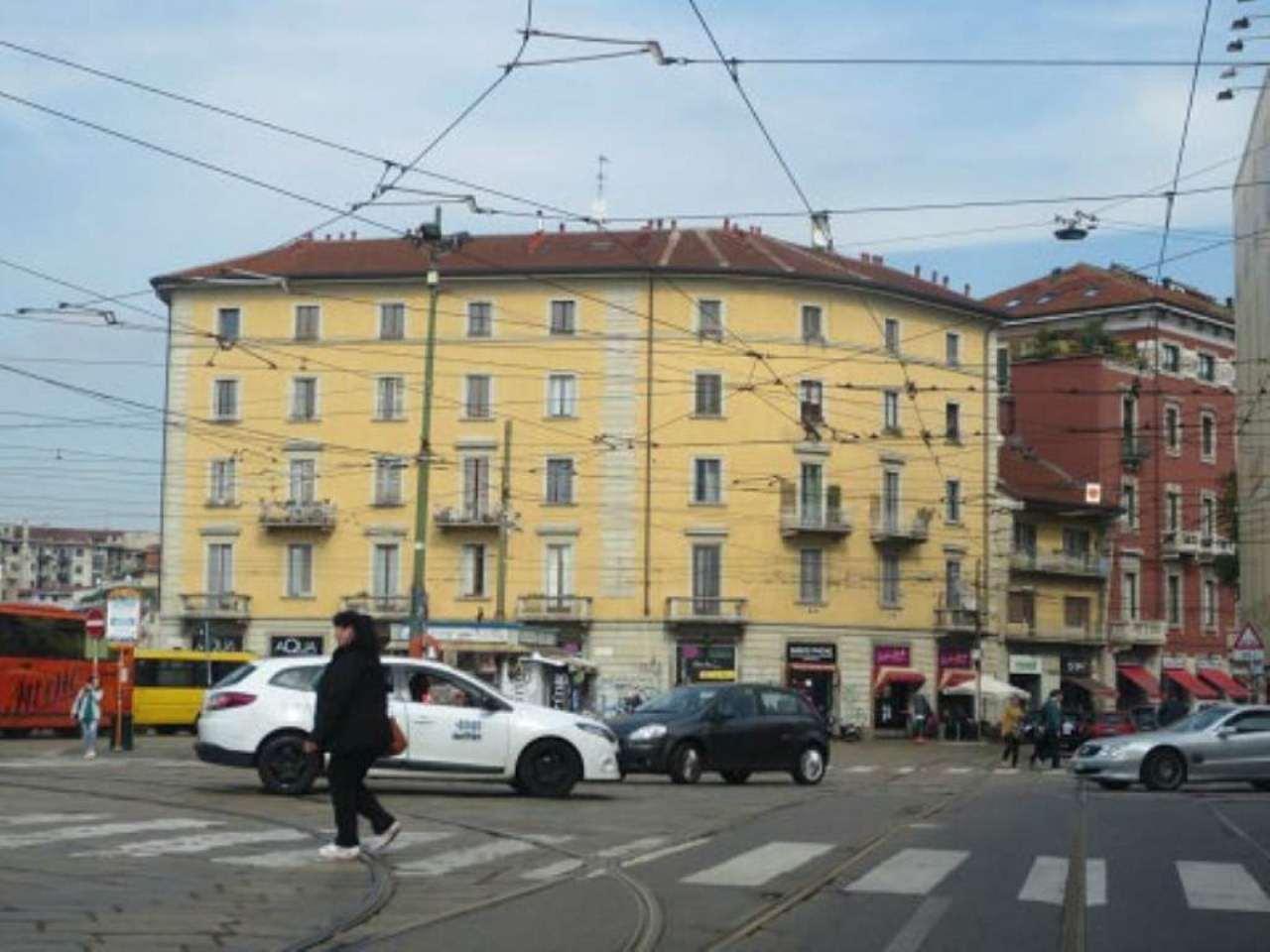 Bilocale Milano Via Vigevano 4