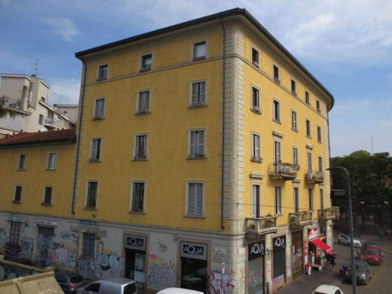 Bilocale Milano Via Vigevano 6