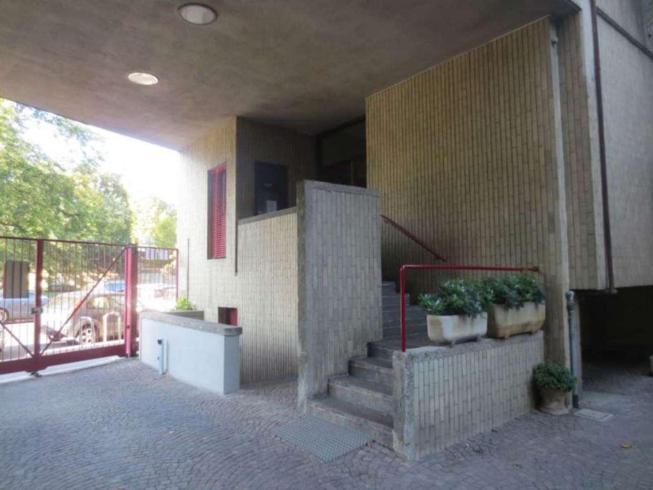 Bilocale Milano Via Ascanio Sforza 3