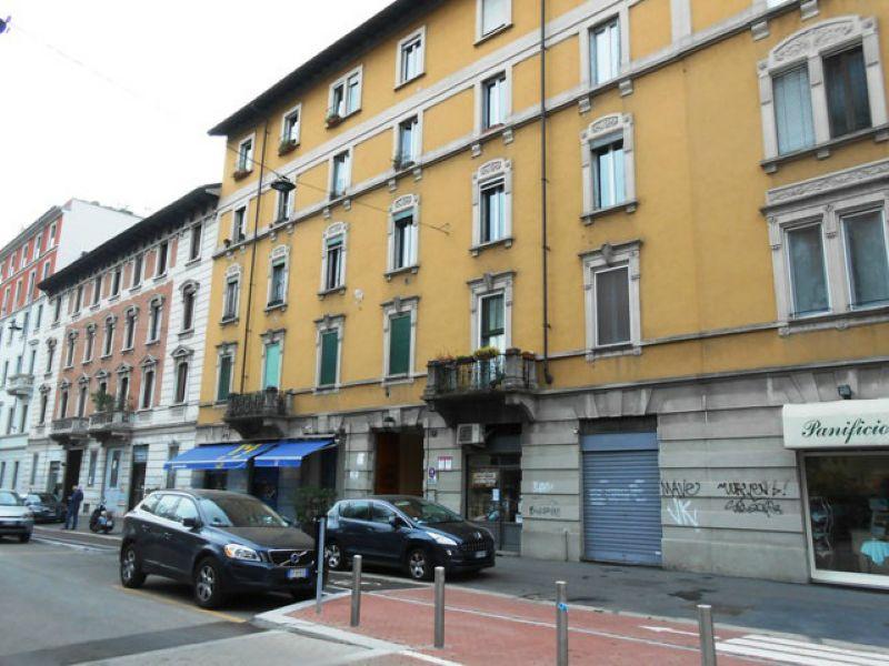 Bilocale Milano Via Stendhal 2