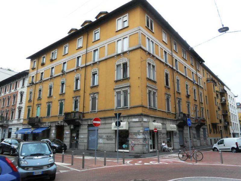 Bilocale Milano Via Stendhal 3