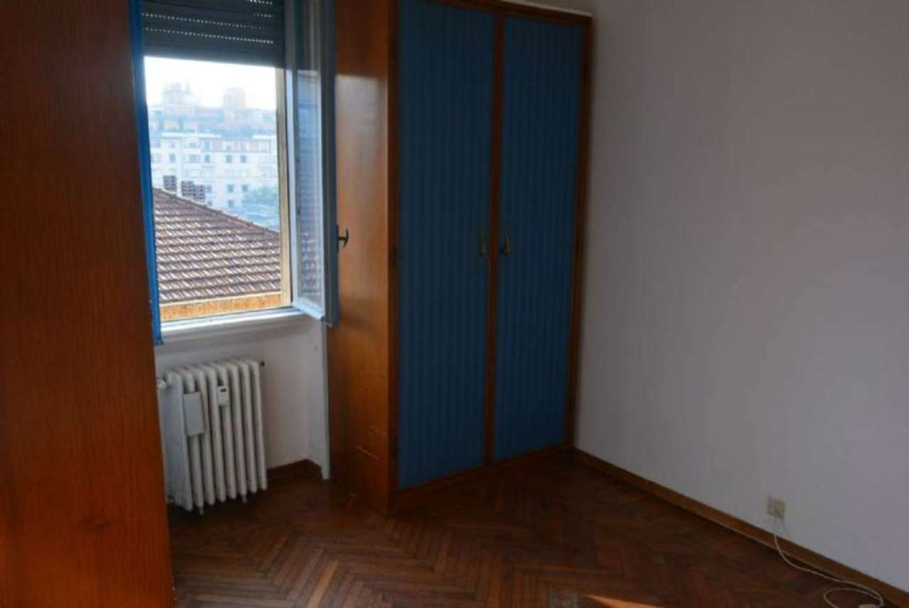 Bilocale Milano Via Donizetti 3