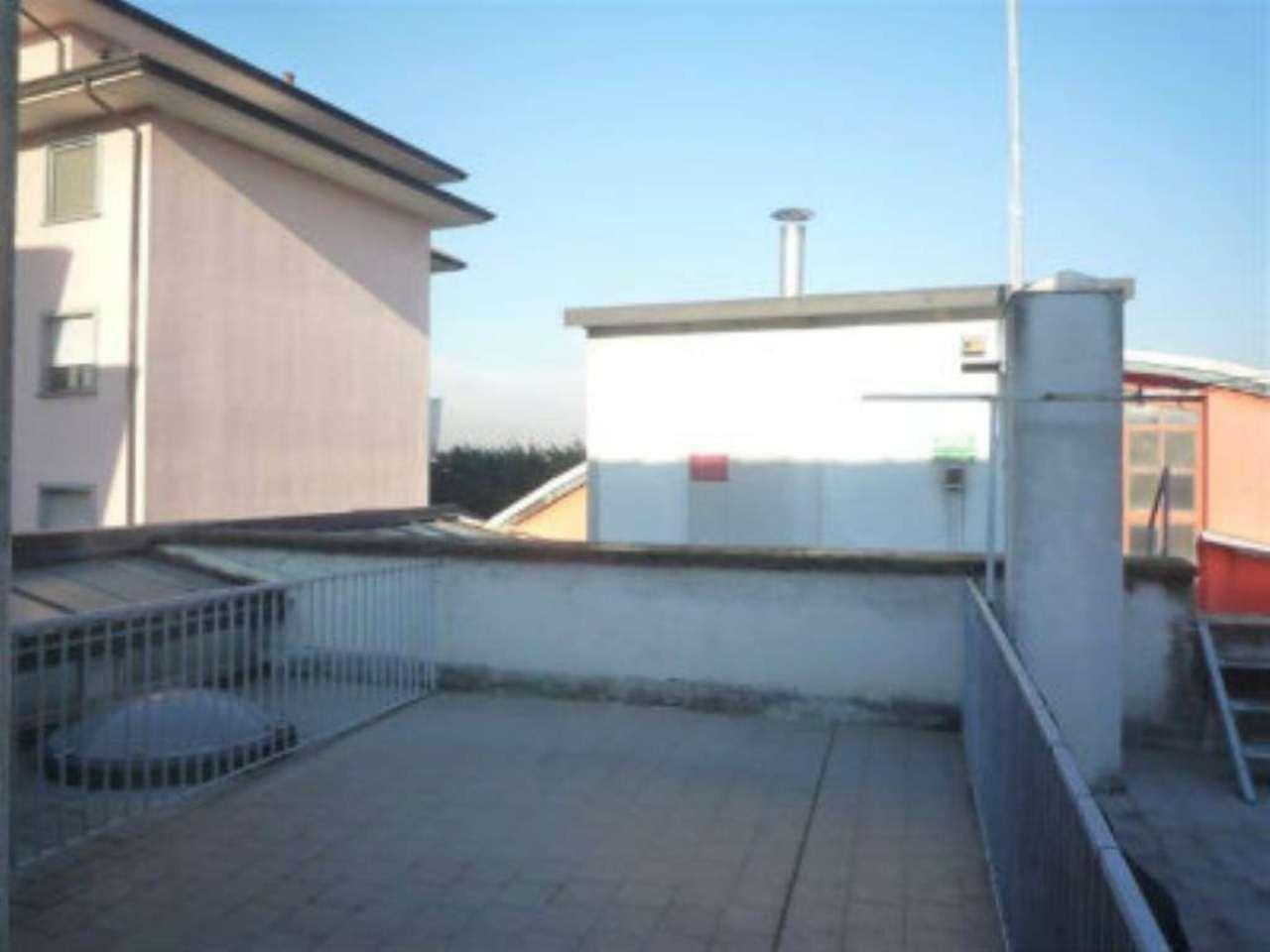 Appartamento in affitto a Pero, 2 locali, prezzo € 650 | Cambio Casa.it