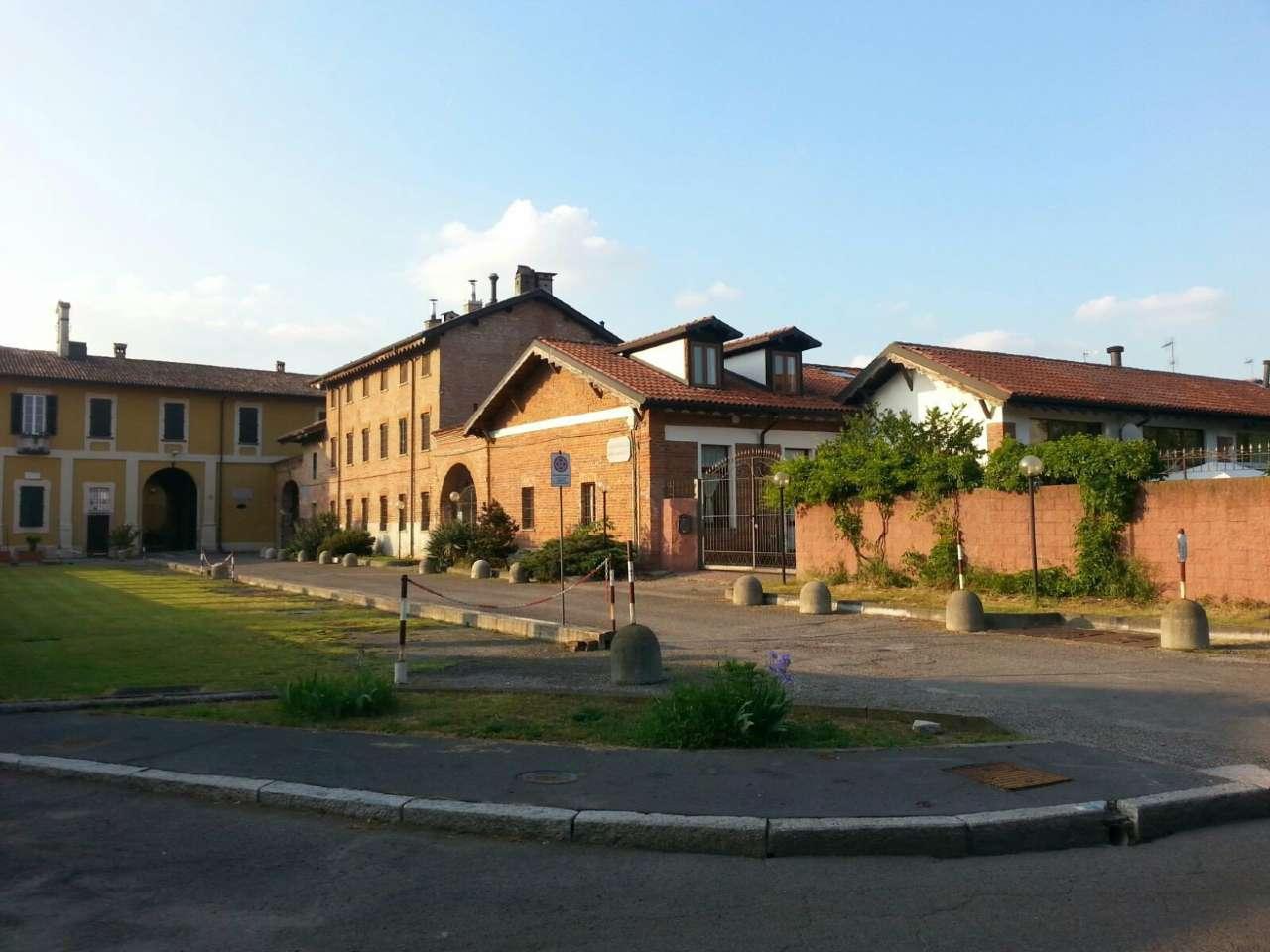 Appartamento in vendita 3 vani 155 mq.  via budrio 40 Milano