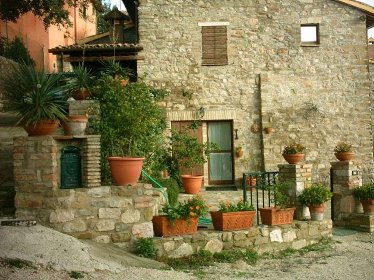 Albergo in vendita a Valtopina, 50 locali, Trattative riservate | Cambio Casa.it