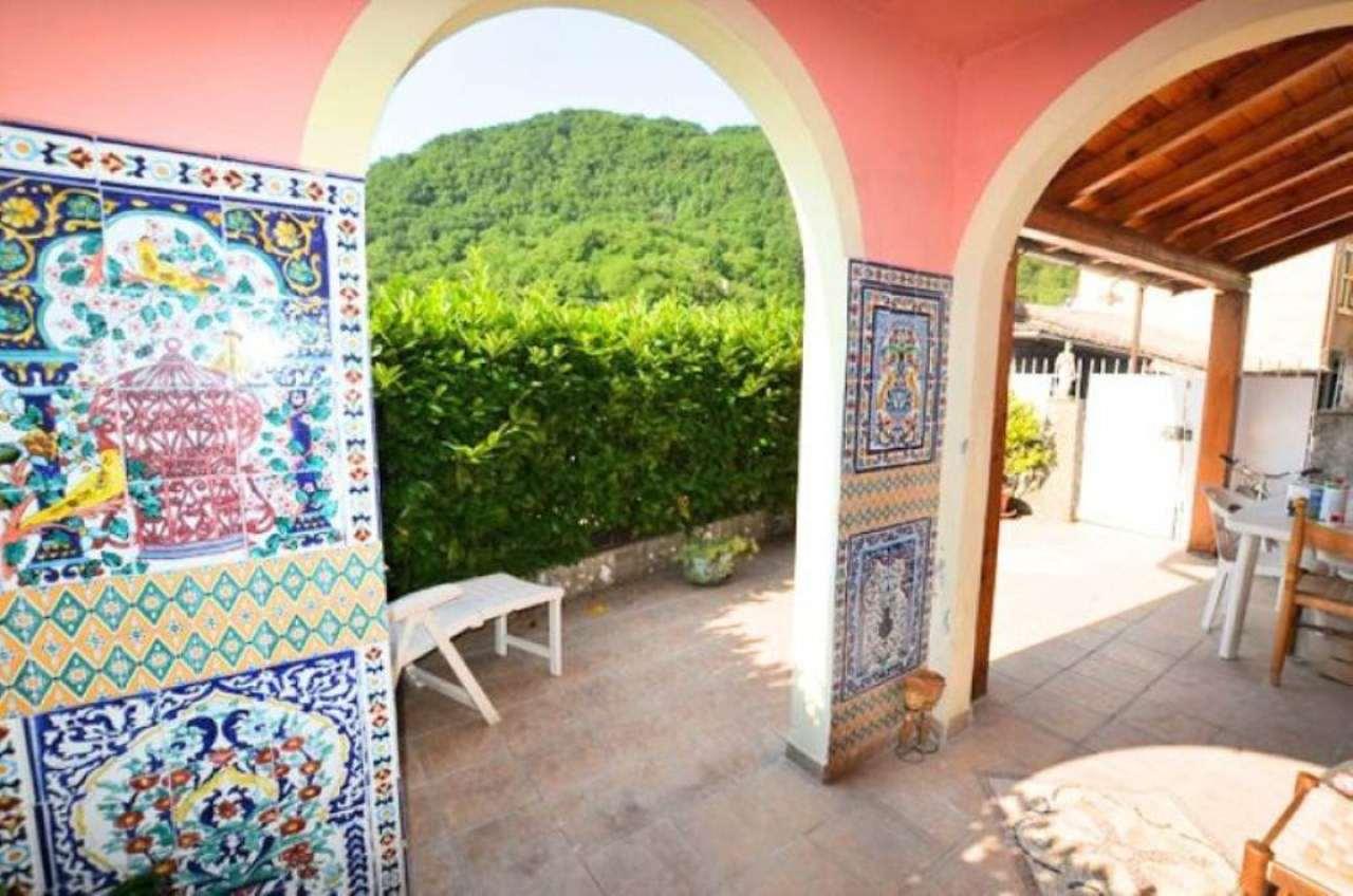 Villa a Schiera in Vendita a Lumarzo
