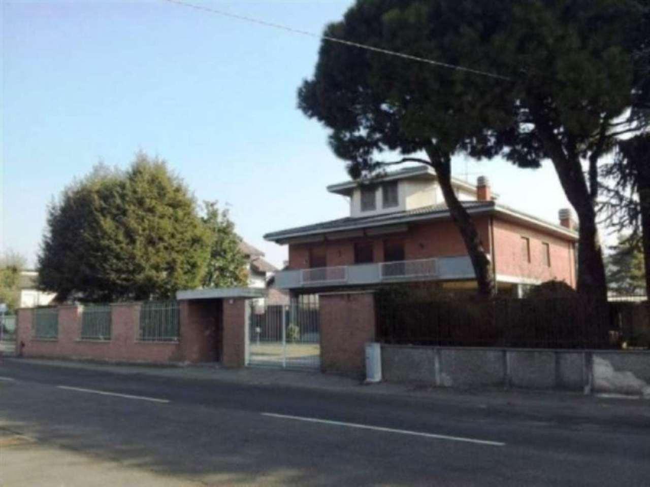Villa in vendita a Origgio, 6 locali, prezzo € 590.000 | CambioCasa.it