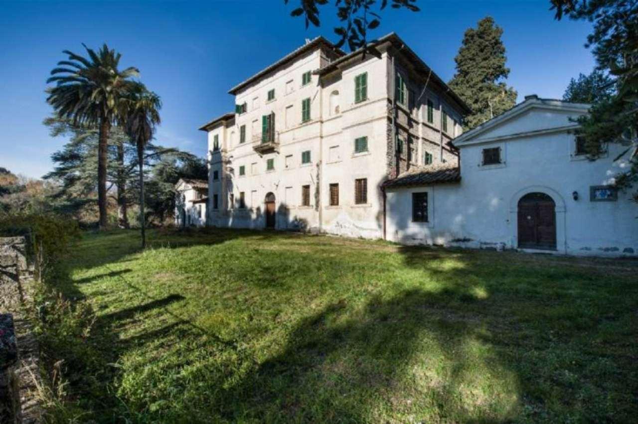 Villa in Vendita a Terni: 5 locali, 1170 mq