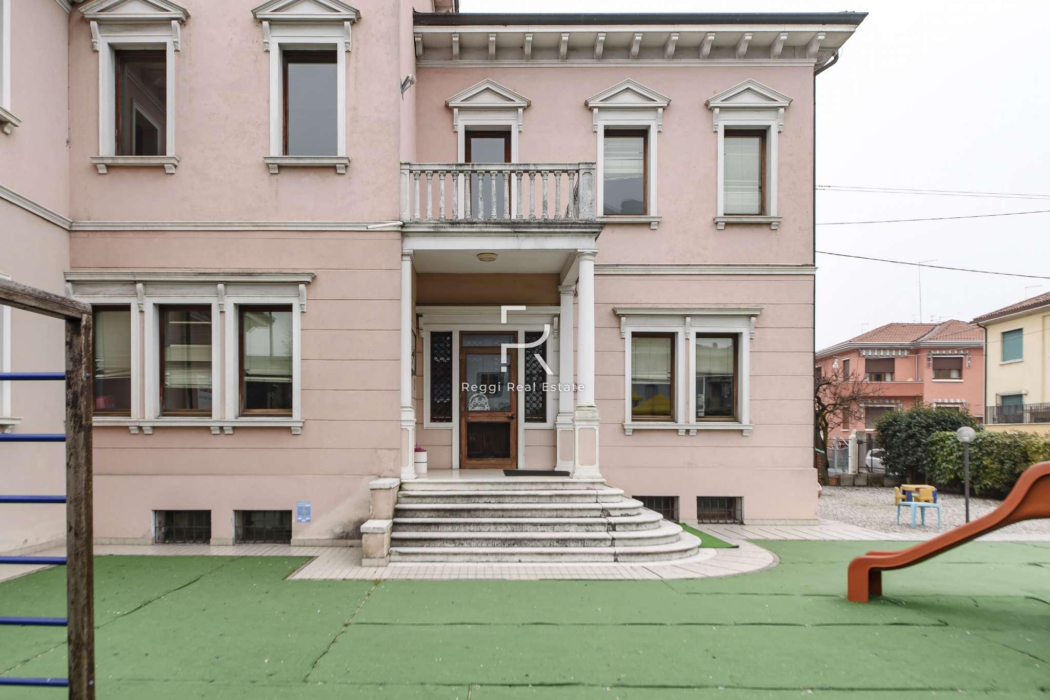 Negozio-locale in Vendita a Venezia Centro: 5 locali, 821 mq