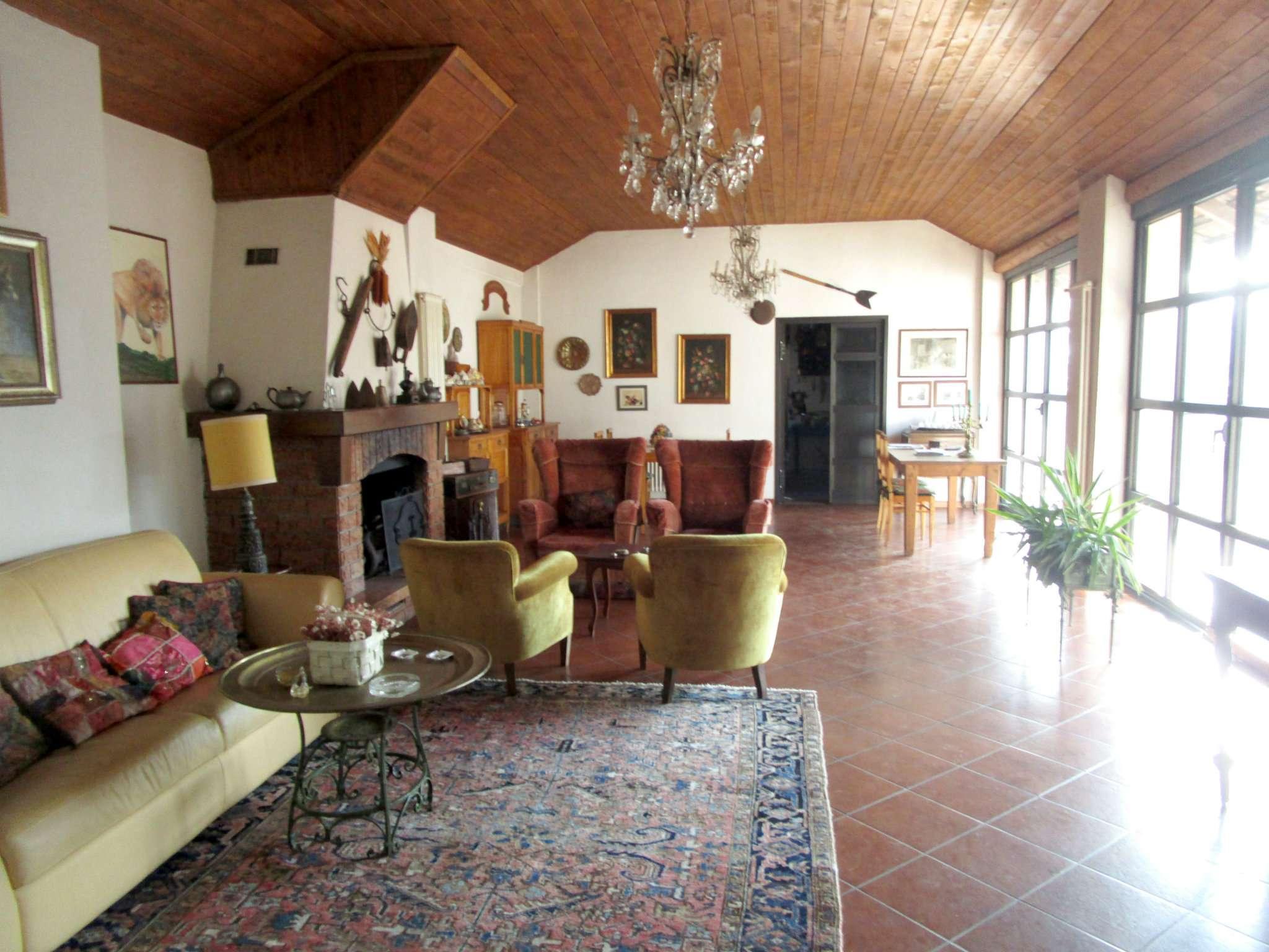 Rustico / Casale in vendita a Cassano Valcuvia, 10 locali, prezzo € 690.000 | CambioCasa.it