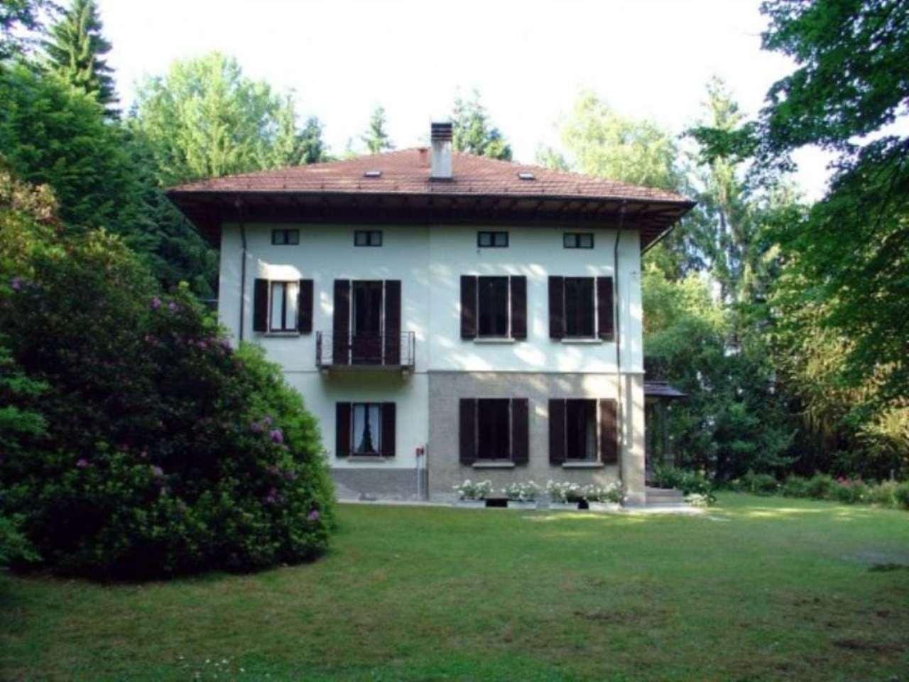 Villa in vendita a Stresa, 10 locali, Trattative riservate | CambioCasa.it