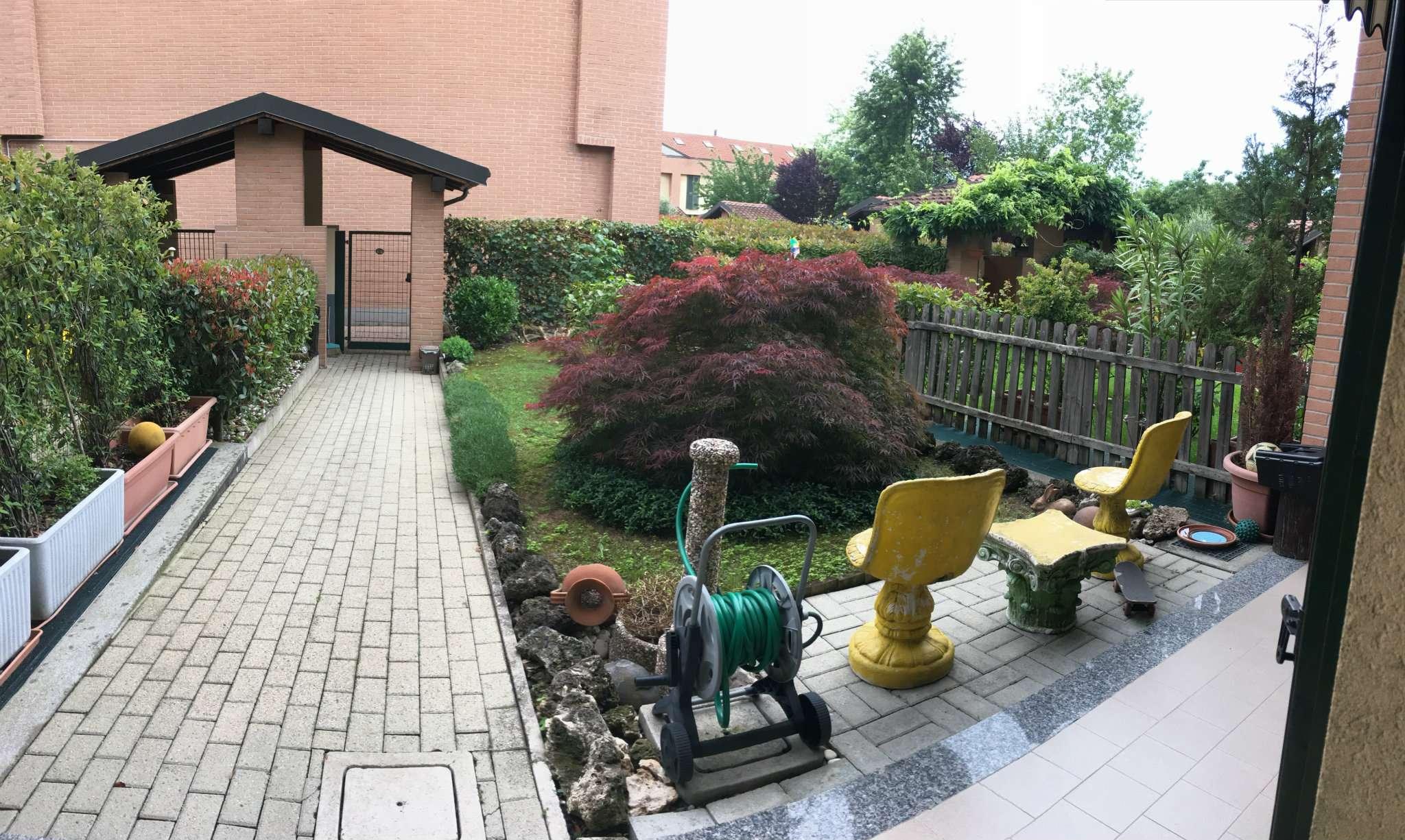 Villa a Schiera in vendita 6 vani 180 mq.  via manduria Milano