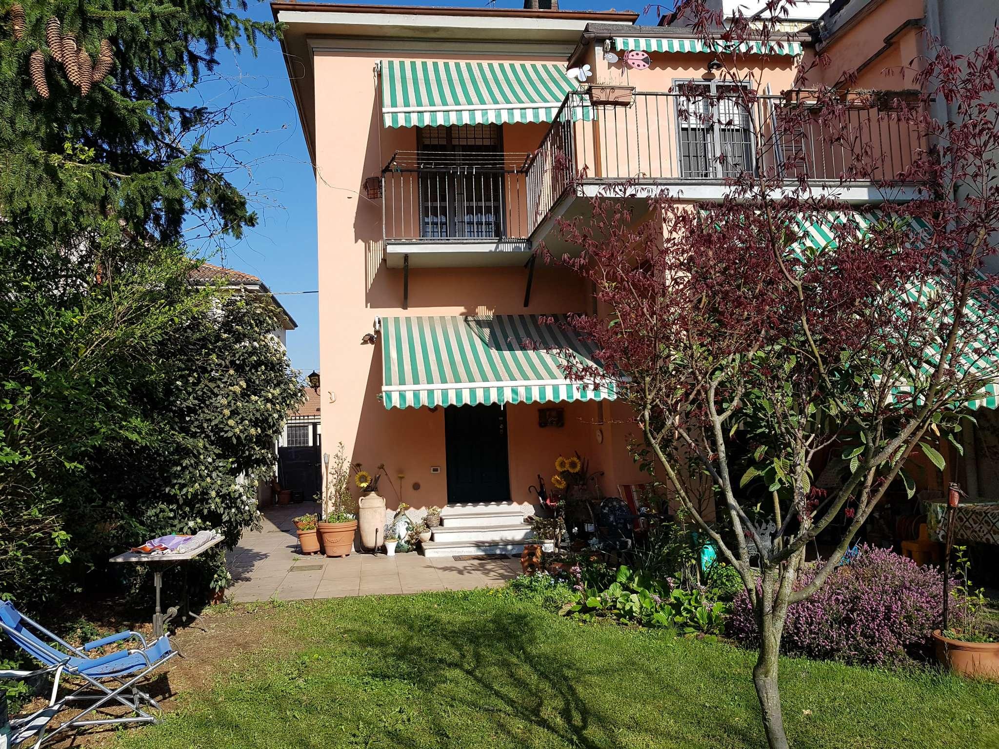 Villa in Vendita a Pavia Centro: 5 locali, 233 mq