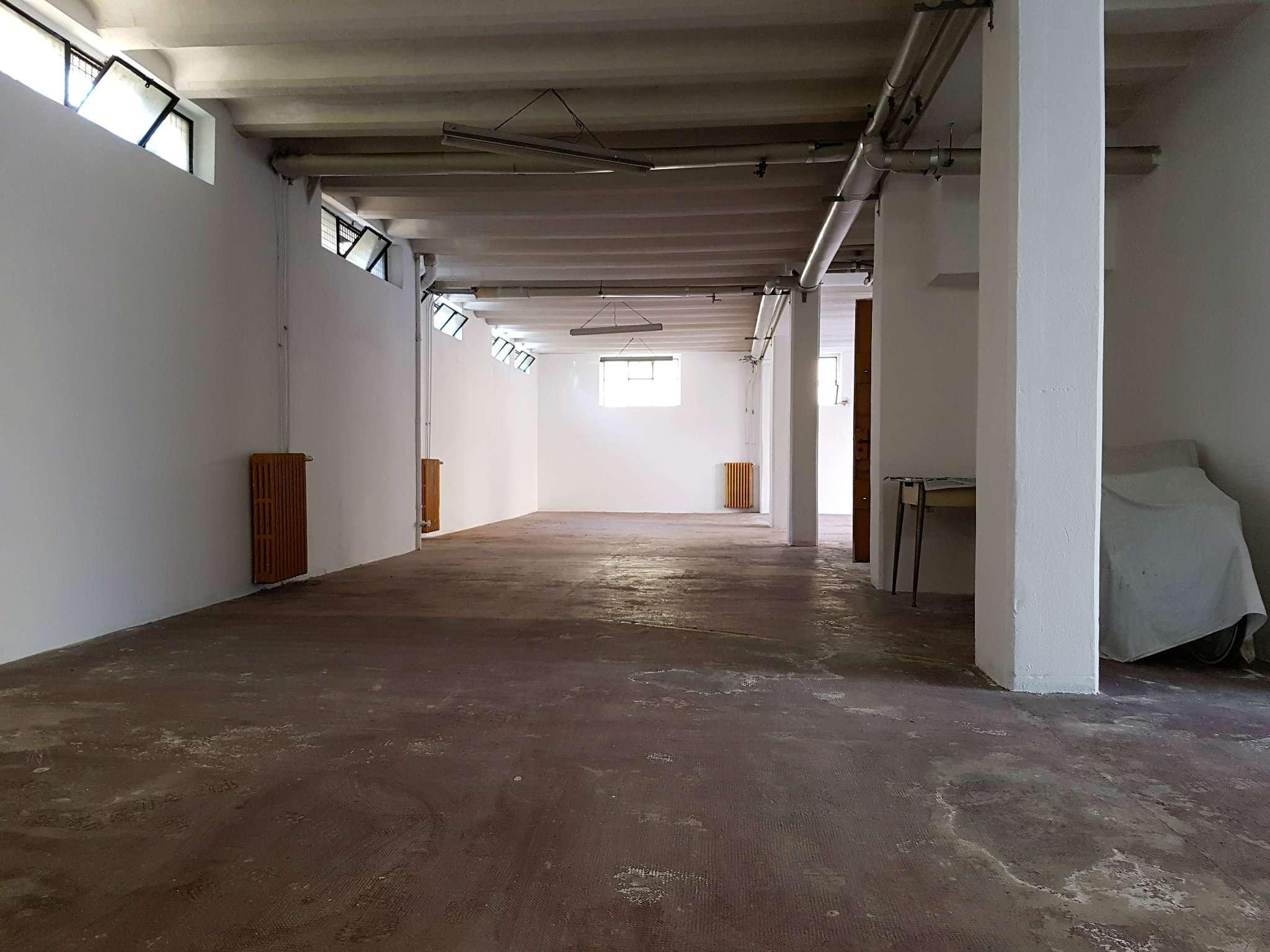 Magazzino in Vendita a Milano 08 Vercelli / Magenta / Cadorna / Washington: 5 locali, 240 mq