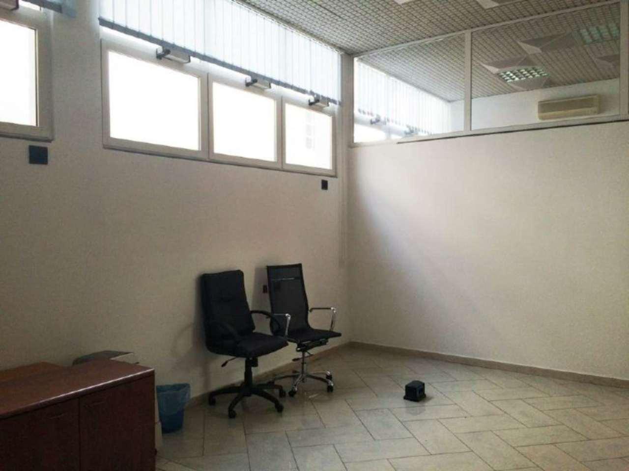 Ufficio / Studio in vendita a Pero, 4 locali, prezzo € 120.000   Cambio Casa.it