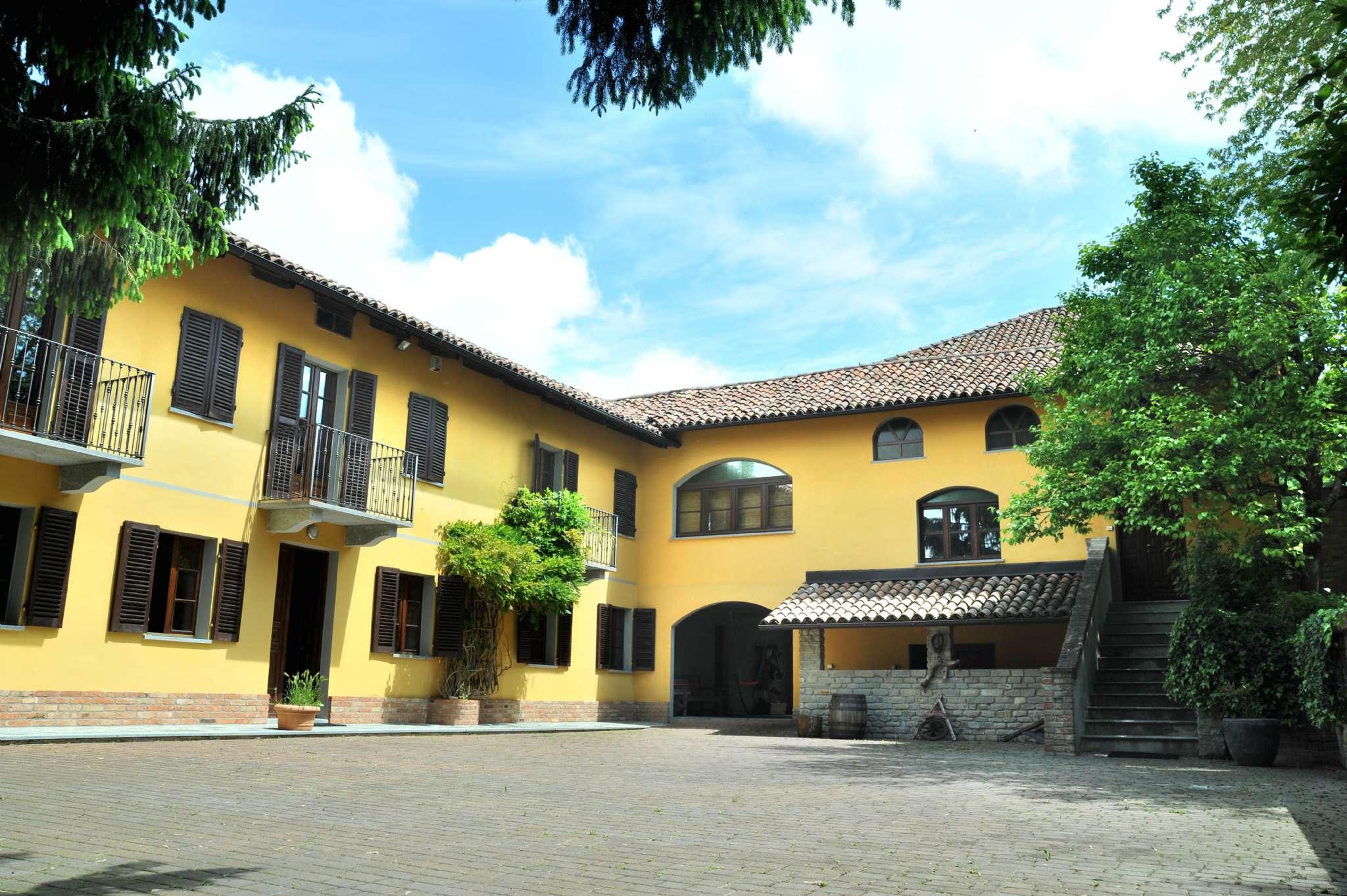 Villa in vendita a Canelli, 10 locali, prezzo € 650.000 | Cambio Casa.it