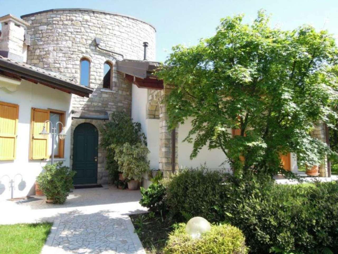 Villa in vendita a Verderio, 7 locali, prezzo € 715.000 | Cambio Casa.it