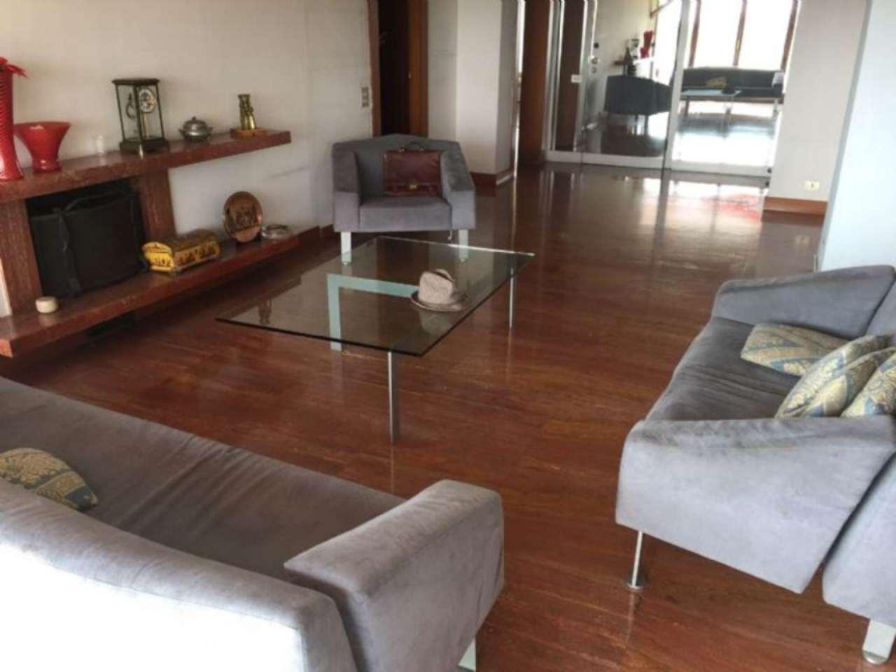 Attico / Mansarda in vendita a Peschiera Borromeo, 6 locali, prezzo € 550.000   Cambio Casa.it