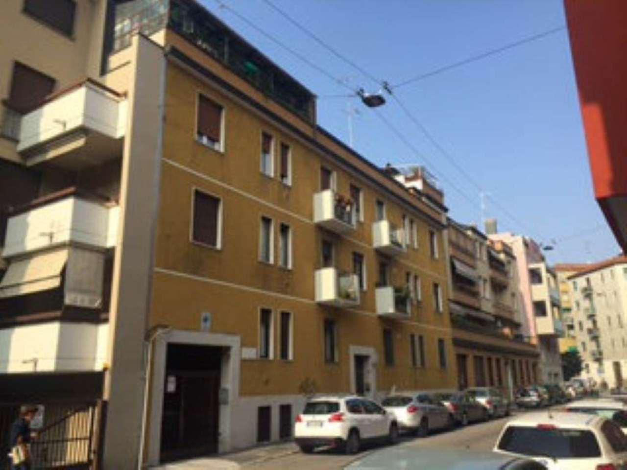 Bilocale Milano Via Resnati 1