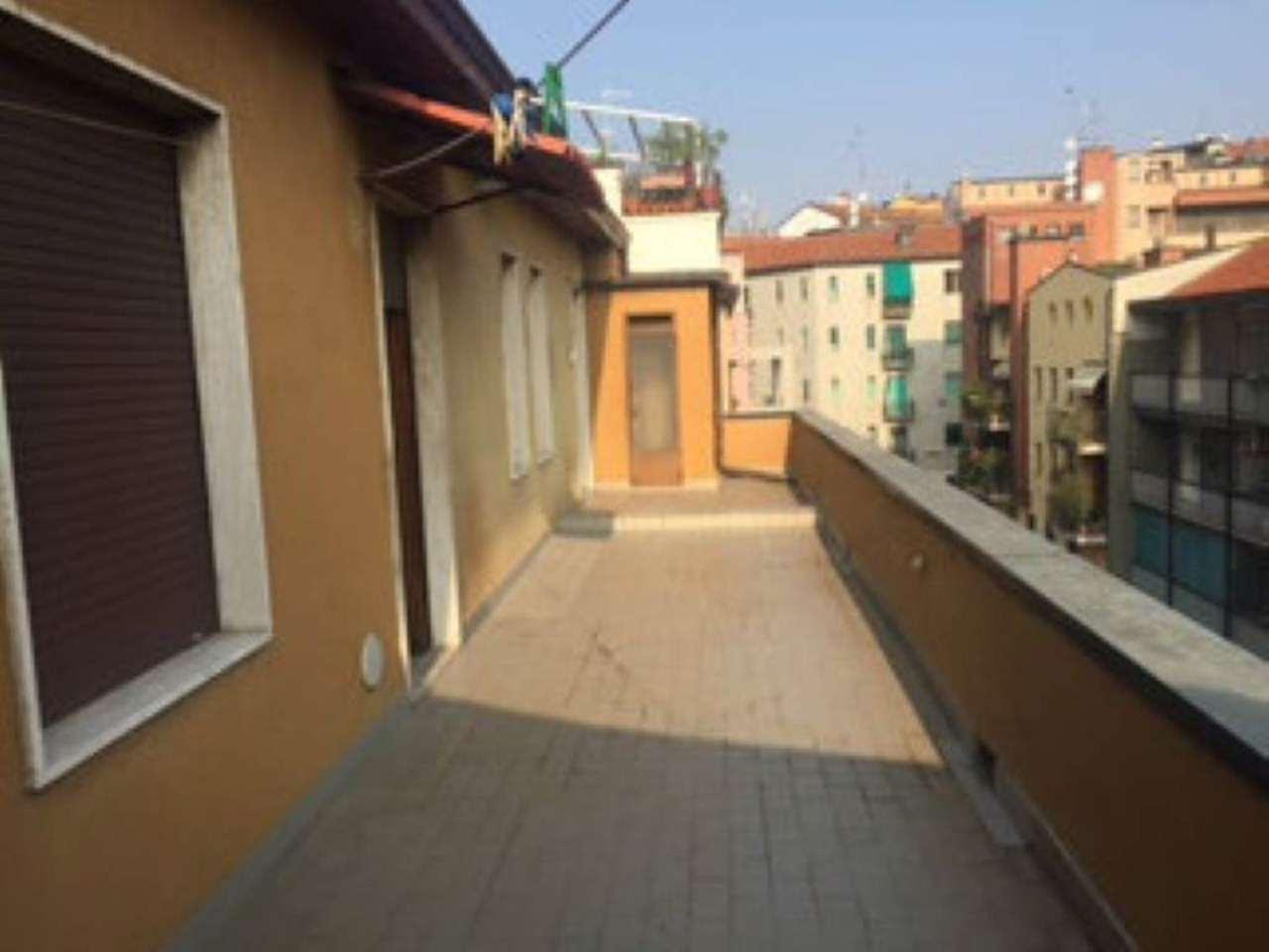 Bilocale Milano Via Resnati 2
