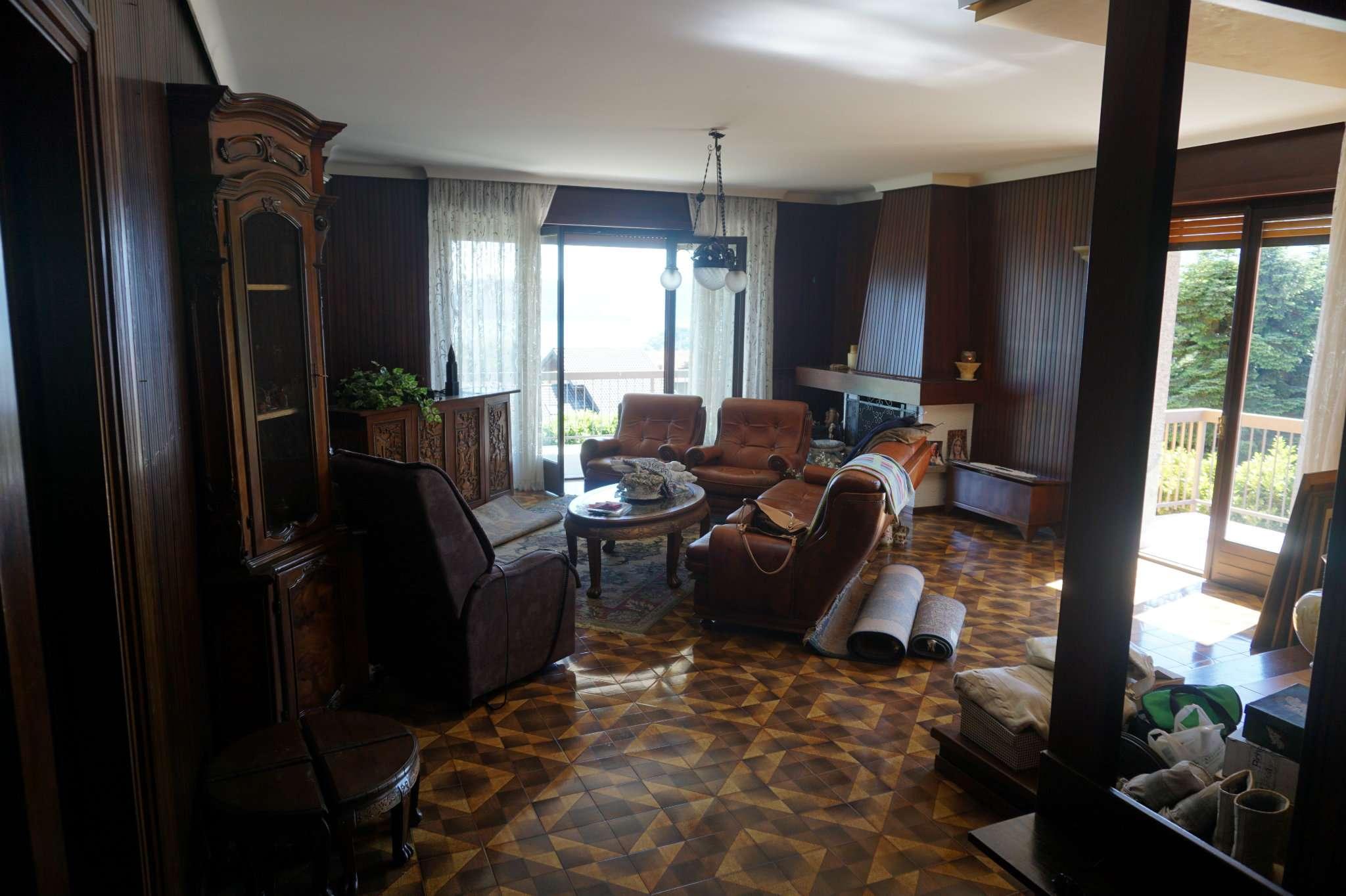 Appartamento in vendita a Arizzano, 4 locali, prezzo € 220.000 | CambioCasa.it