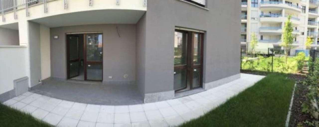 Bilocale Milano Via Luigi Mengone 7