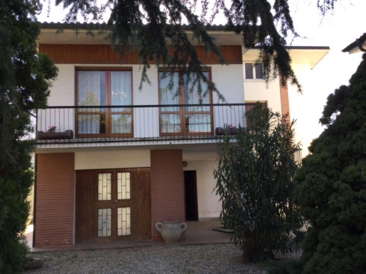 Villa in vendita a Casalpusterlengo, 8 locali, prezzo € 360.000 | Cambio Casa.it