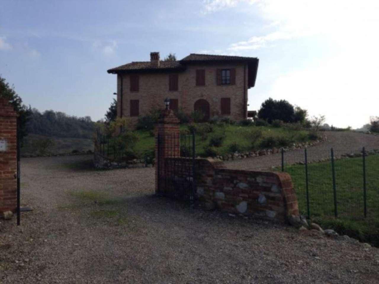 Rustico / Casale in affitto a Salsomaggiore Terme, 5 locali, prezzo € 2.250 | Cambio Casa.it