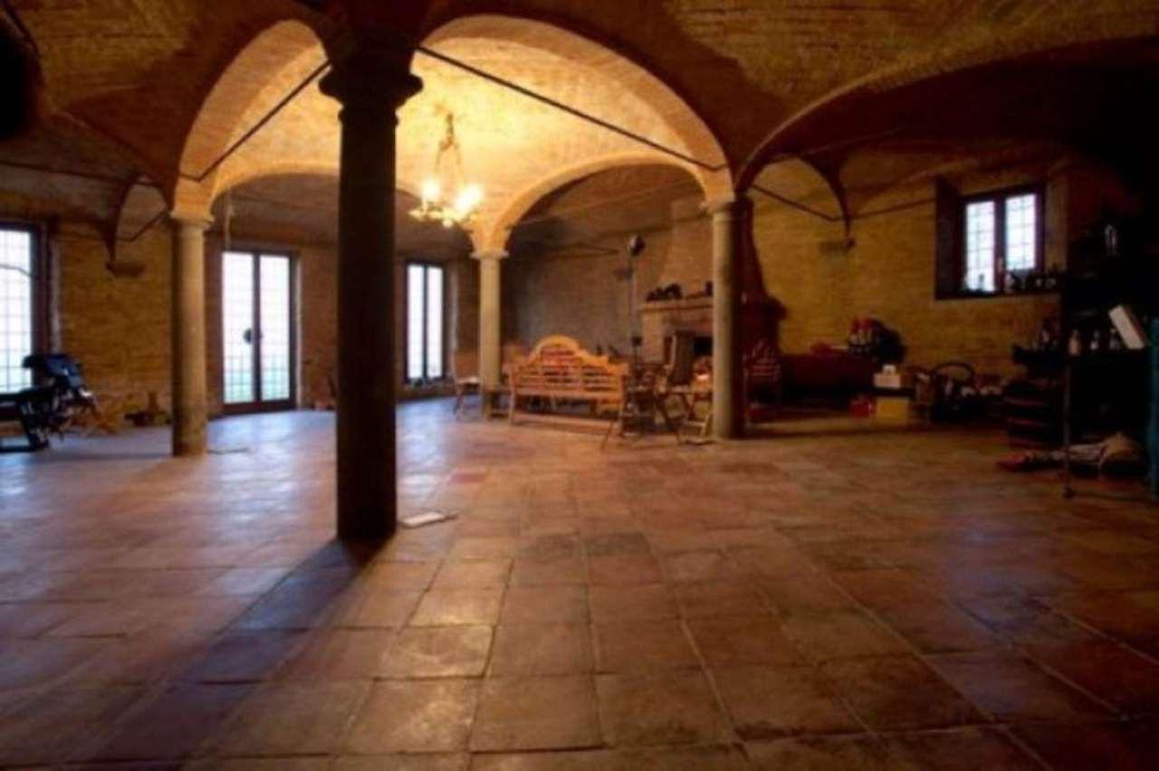 Rustico / Casale in affitto a Salsomaggiore Terme, 6 locali, prezzo € 2.500 | CambioCasa.it