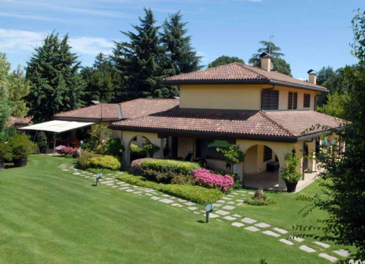 Villa in vendita a Lesmo, 9999 locali, Trattative riservate | Cambio Casa.it
