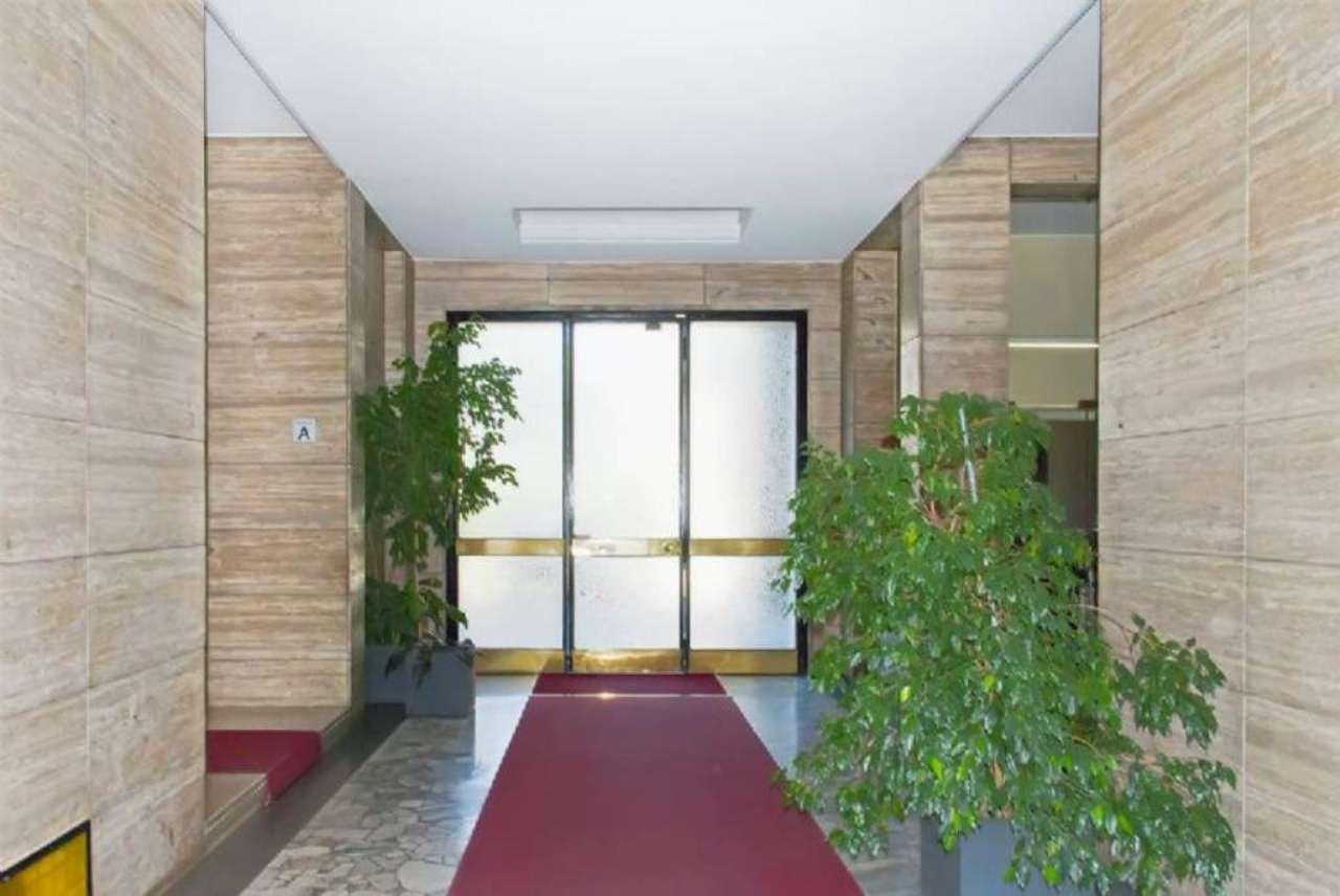 Bilocale Milano Via Marescalchi 12