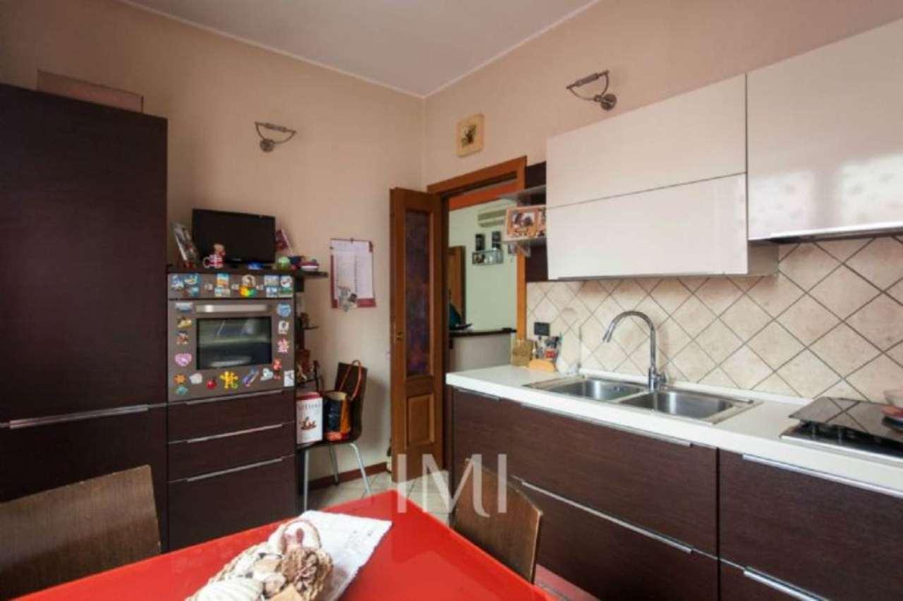 Bilocale Novate Milanese Via Amendola 10