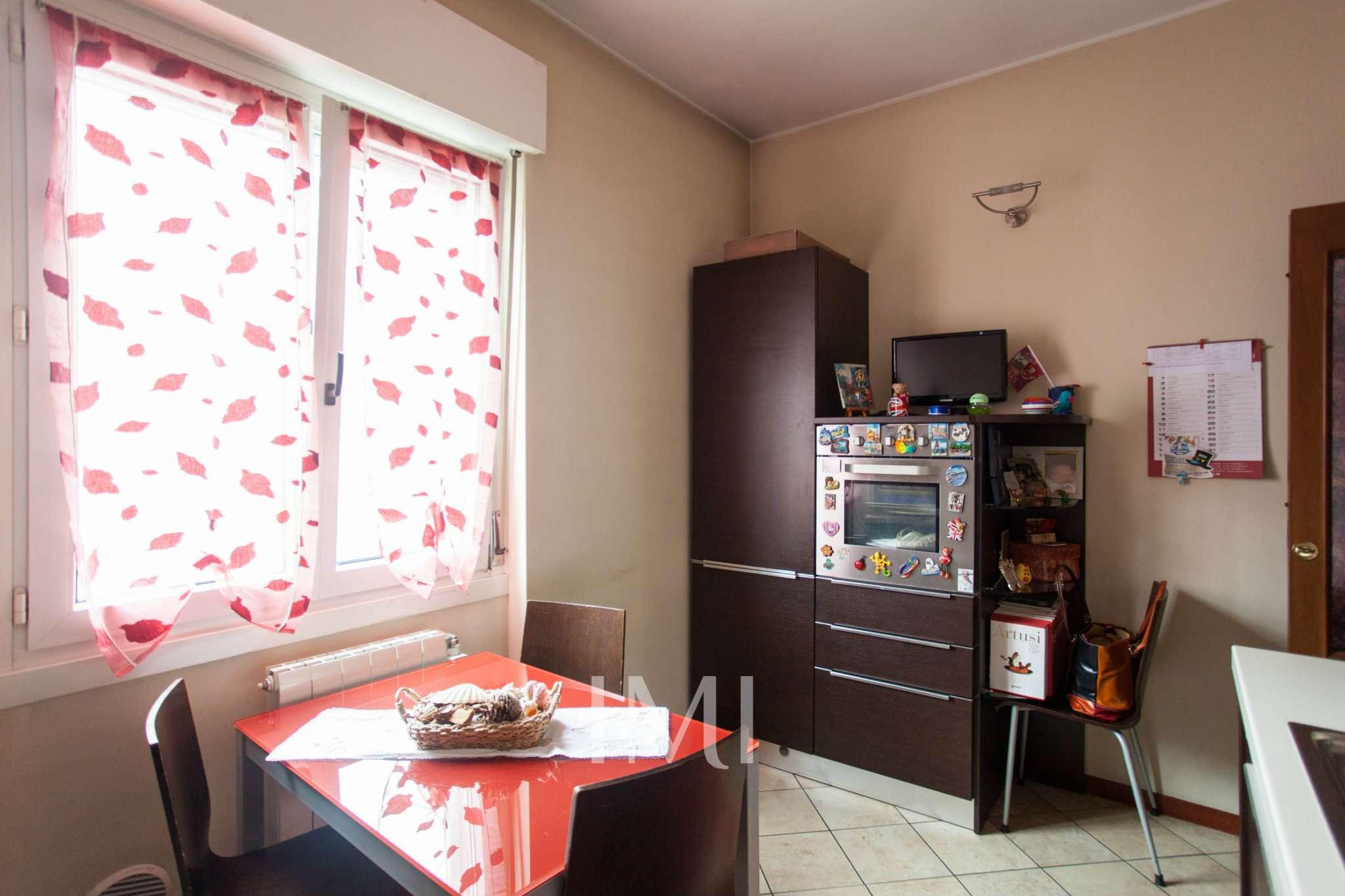 Bilocale Novate Milanese Via Amendola 2