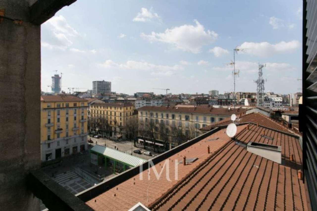 Bilocale Milano Piazza Gramsci 11