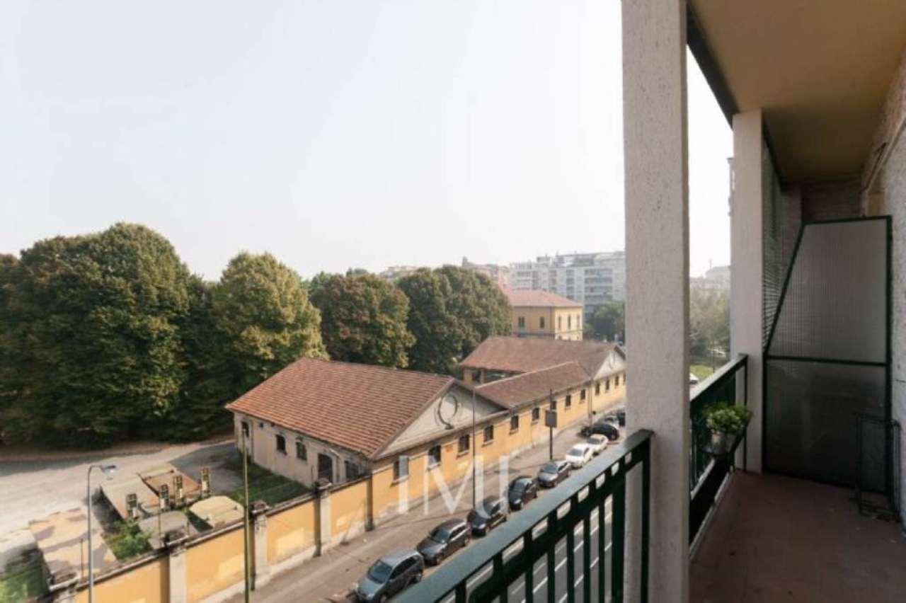 Bilocale Milano Via Bartolini 4